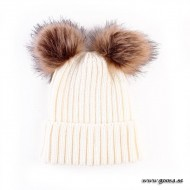 Knitted hat with fur balls - White